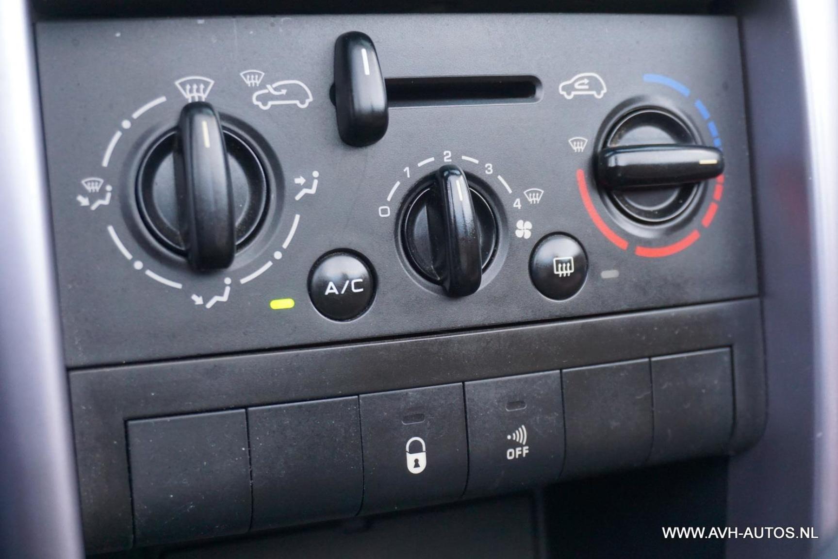 Peugeot-207-15