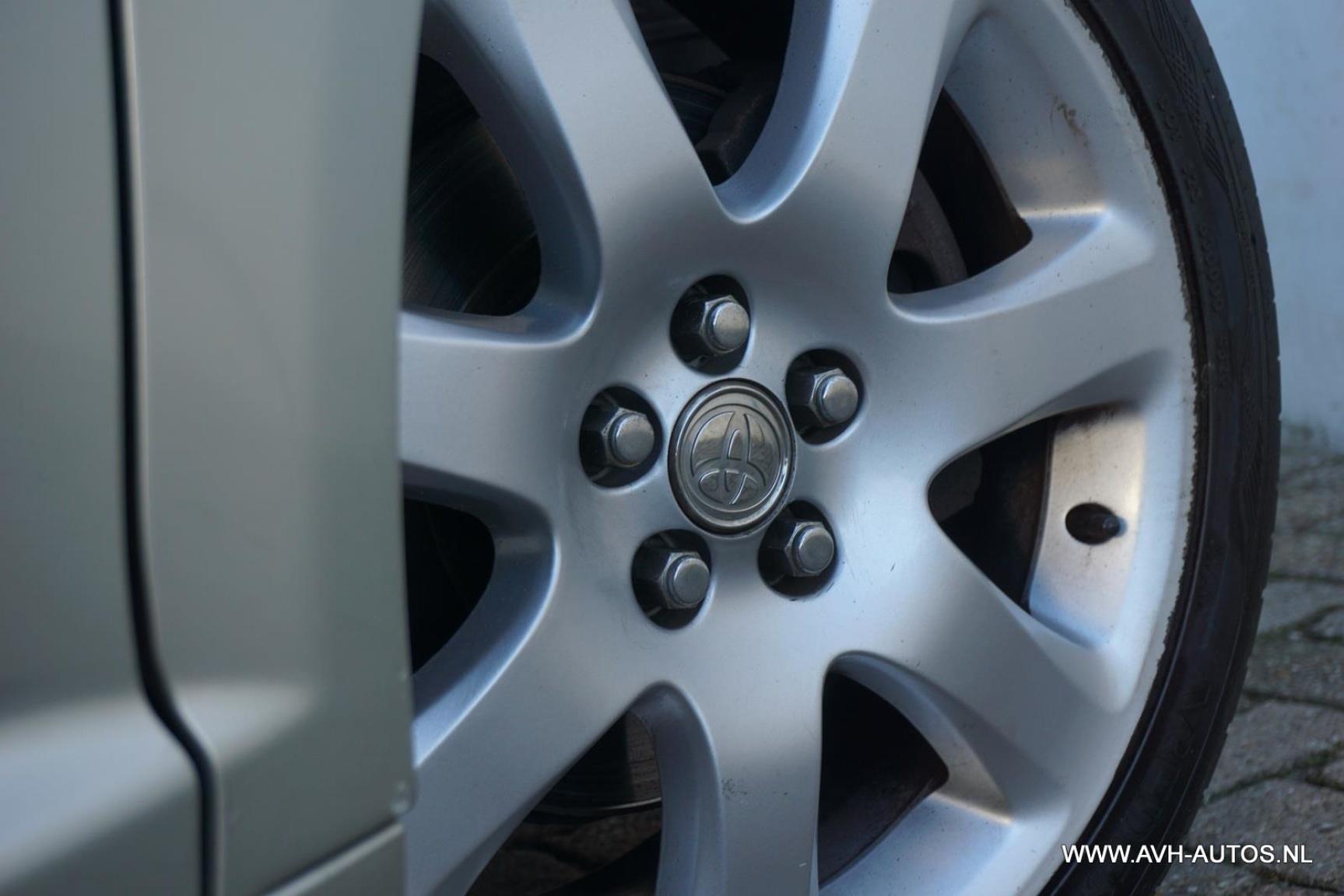 Toyota-Avensis-9